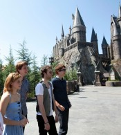 cast of Harry Potter at entrance to Hogwarts
