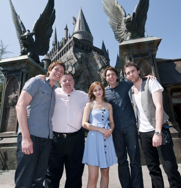 actors from Harry Potter pose in front of Hogwarts