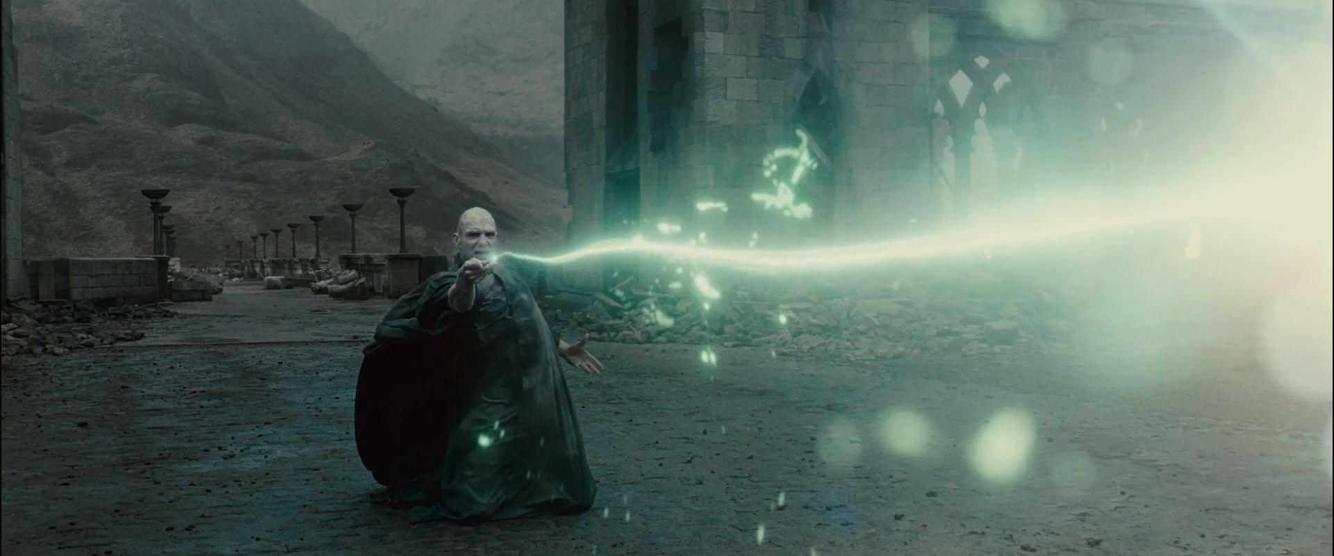 Top Wallpaper Harry Potter Dual Screen - Voldemort-Duel-Harry-Potter-and-the-Deathly-Hallows-Wallpaper  Image_426047.jpg