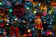 christmas tree with ornaments and nutcracker wallpaper