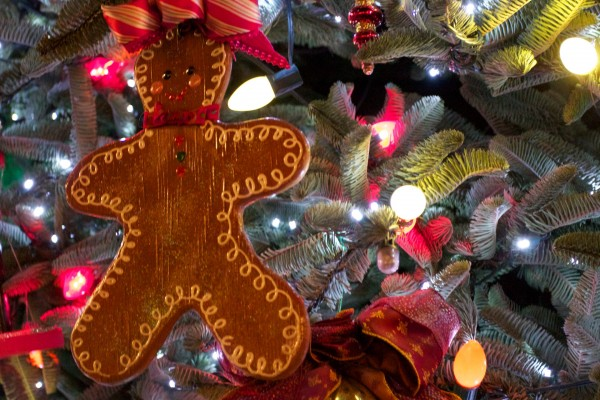 christmas tree with ornaments and gingerbread man wallpaper