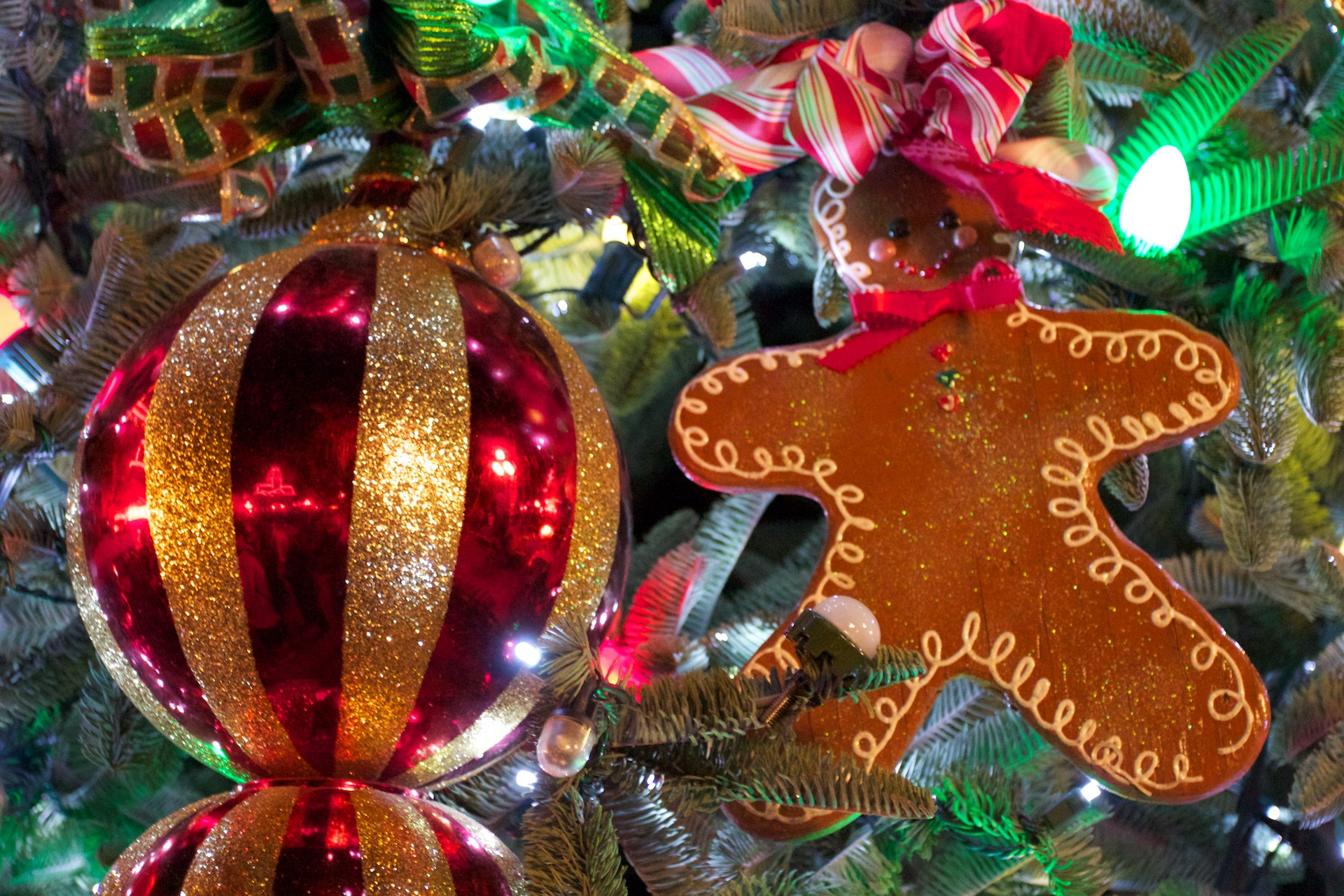 Christmas Tree With Gingerbread Man Wallpaper  Click Picture For High  Resolution Hd Wallpaper