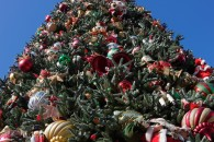 christmas tree with ornaments wallpaper
