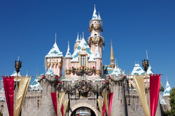 Sleeping Beauty castle at Disneyland decorated for Christmas wallpaper