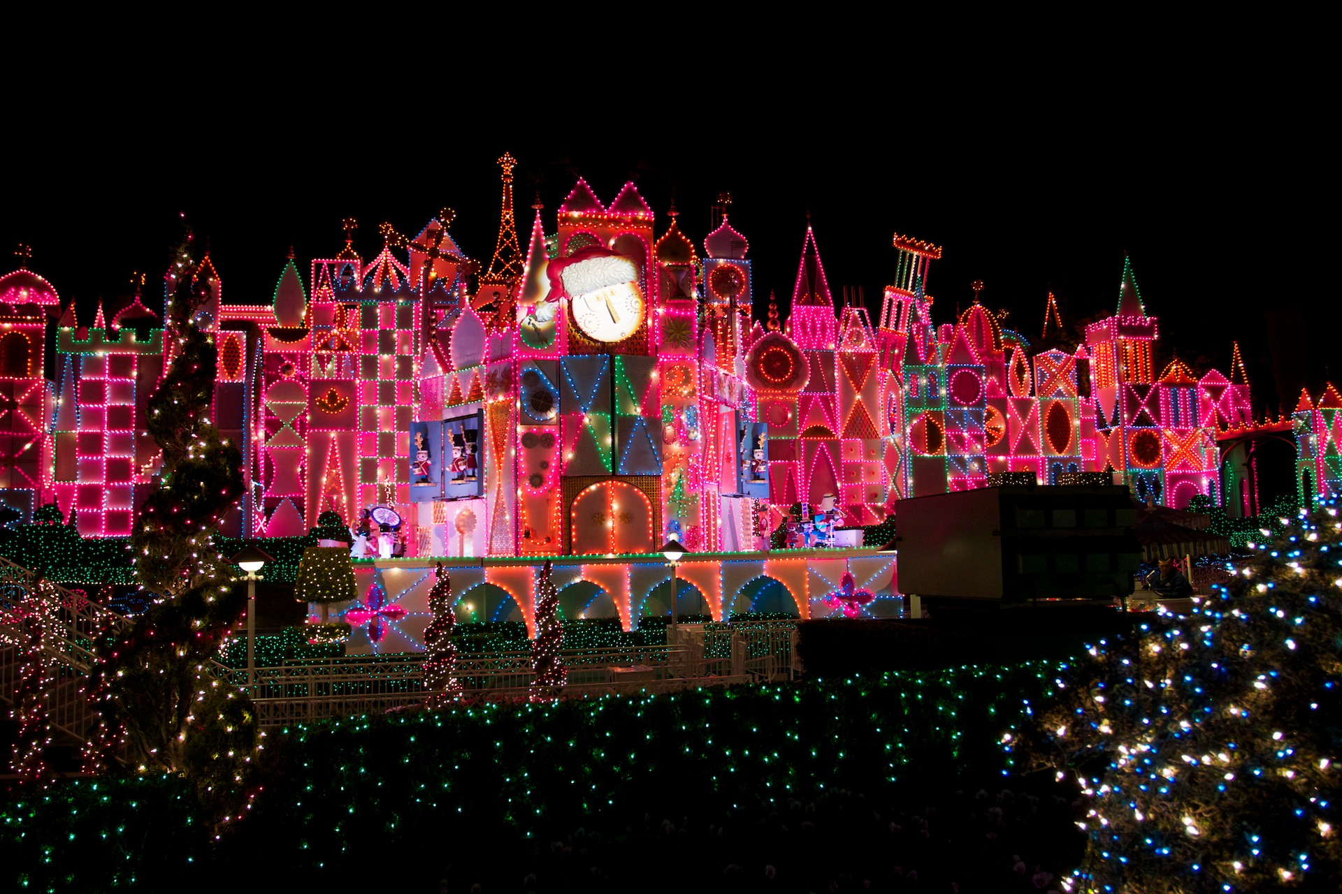 Its A Small World Disneyland Christmas Wallpaper