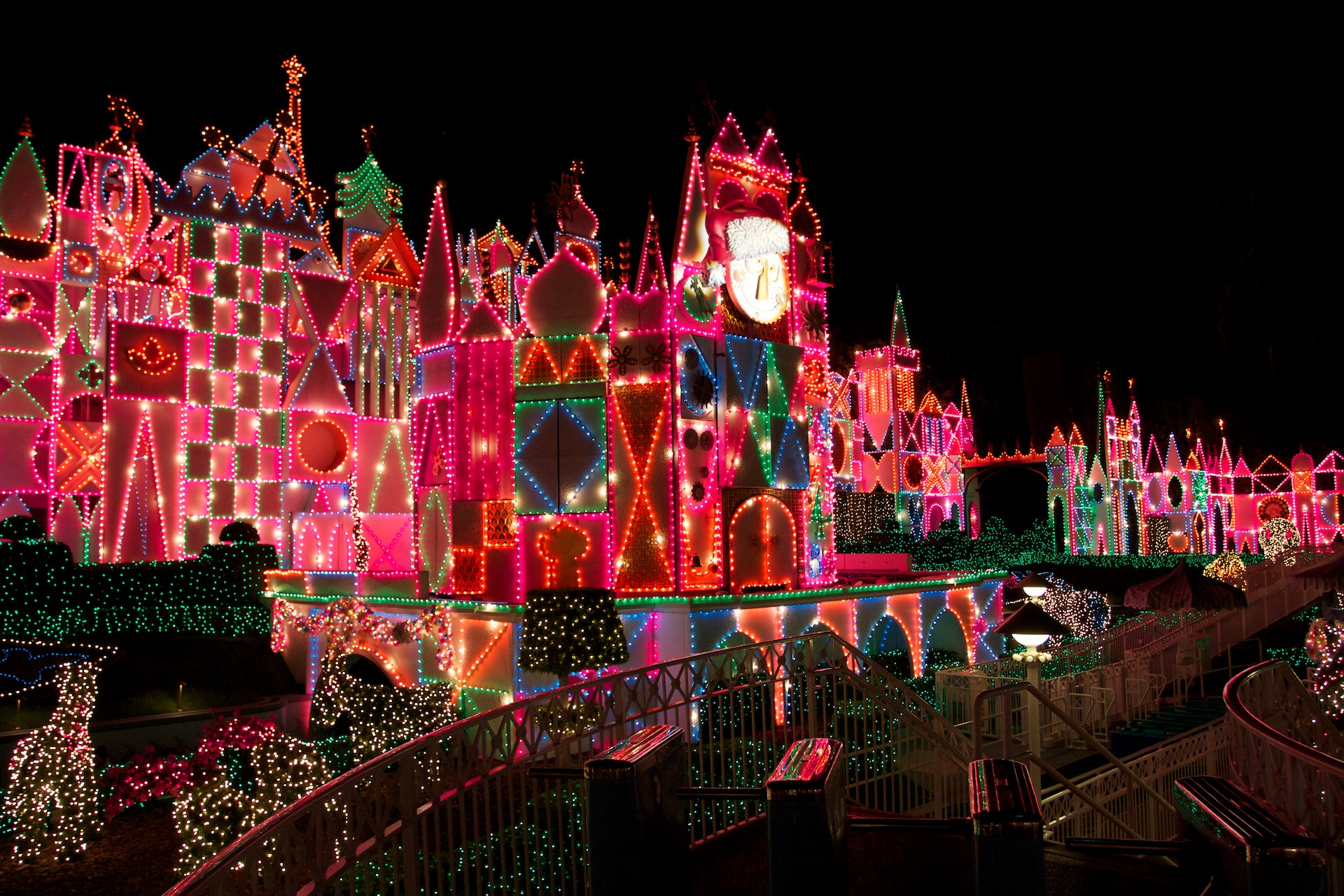 Its A Small World Christmas Nighttime Wallpaper