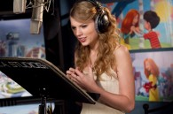 Taylor Swift recording lines for Audrey in Dr. Seuss' The Lorax Movie wallpaper